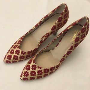 Seychelles size 10 EUC red and gold brocade heels